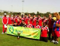 2014_buntkicktgut_fc-bayern-youth-cup-winner-team_homepage_3